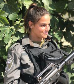 IDF - Israel Defense Forces - Women Idf Women, Military Women, Military Police, Israeli Girls, Military Girlfriend, Female Soldier, Strong Girls, Armed Forces, Beautiful Women
