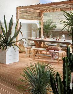 Ibiza vibes in je tuin: zo creëer je het! - KARWEI Ibiza vibes in your garden: that& how you create it! Diy Pergola, Pergola Screens, Small Pergola, Pergola Attached To House, Pergola With Roof, Pergola Shade, Gazebo, Retractable Pergola, White Pergola