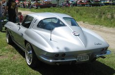 1963 Chevrolet Corvette Stingray 327ci (5.4L) Small Block V8 Engine. Other engine options were 6.5L & 7.0L Large-Block V8's (image by MR38)