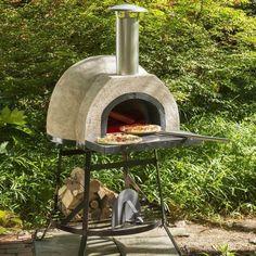 Un mini horno de piedra para tener en tu jardín. | 18 Inventos que pondrán a babear a todos los amantes de la pizza
