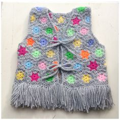 crochet baby vest https://www.facebook.com/pages/Attys/285033854868633?ref=hl                                                                                                                                                                                 Más