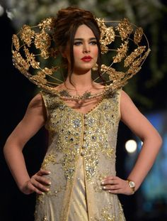 パキスタンのカラチ(Karachi)で開催された「パンテーン・ブライダル・クチュール・ウィーク(Pantene Bridal Couture Week)」で発表されたTabassum Mughalの新作(2014年5月11日撮影)。(c)AFP=時事/AFPBB News
