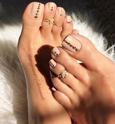 Pedicure naked a rhinestones - # a # Nude # Pédicure - ▷ Nageldesign Galerie 2018 Pretty Toe Nails, Cute Toe Nails, Pretty Toes, Gorgeous Nails, Beautiful Toes, Cute Toes, Pedicure Nail Art, Toe Nail Art, Acrylic Toe Nails