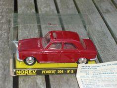 Norev Peugeot 204 N°5 en boite vitrine.