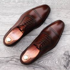 Adelaide on last 915 in dark brown leather. (MTO). We ship world wide and deduct vat on all orders outside EU. #skolyx #yanko #adelaide #shoecare #shoestyle #shoes #shoestagram #menshoes #menswear #mensfashion