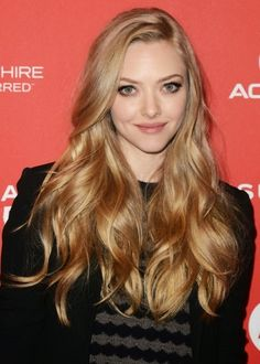 Amanda Seyfried long golden blonde hair color