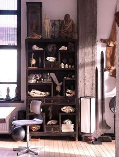 Great Amsterdam Loft interior of Casper Reinders known of Jimmy Woo, Lion Noir and Nacional. 191 square meters apartment Keizersgracht 369 for sale. Collection of rare items and skulls.