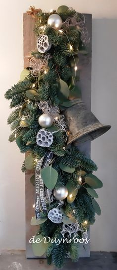 Beautiful Christmas Trees, Christmas Flowers, Winter Christmas, Christmas Time, Christmas Wreaths, Christmas Arrangements, Outdoor Christmas Decorations, Christmas Hacks, Christmas Projects