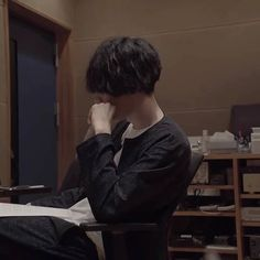 """I still remember that nostalgic feeling when I discovered the song eine kleine and fell in loved with it. I'm so happy to know that an amazing human being like """"Kenshi Yonezu"""" exist in this world and I've got a chance to know him. ♡ i love him so much. Mystic Messenger, Pop Idol, I Love Him, Falling In Love, Writer, Singer, Feelings, Happy, Instagram"""