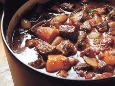 Ranskalainen lihapata - Reseptit Healthy Gourmet, Healthy Recipes, Easy Cooking, Cooking Recipes, Finnish Recipes, Hot Sausage, Pork Recipes, Food And Drink, Yummy Food