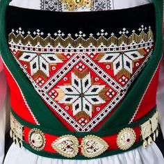 Bead embroidery and silver belt from Voss in Hordaland County, Norway Hardanger Embroidery, Beaded Embroidery, Norwegian Clothing, Norwegian Vikings, Beautiful Norway, Silver Belts, Folk Costume, Historical Clothing, Textile Patterns