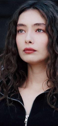 Turkish Women Beautiful, Most Beautiful Faces, Turkish Beauty, Beautiful Couple, Turkish People, Turkish Men, Turkish Actors, Couple Cartoon Pictures, Text Pictures