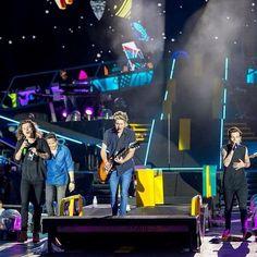 Harry Styles de One Direction Registra Faixas Inéditas   http://www.bandas.mus.br/2015/12/harry-styles-de-one-direction-registra.html