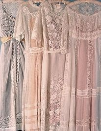 Edwardian Tea Gowns I would love to wear these dresses Vintage Gowns, Mode Vintage, Vintage Lace, Vintage Outfits, Antique Lace, Edwardian Dress, Edwardian Fashion, Vintage Fashion, Edwardian Era