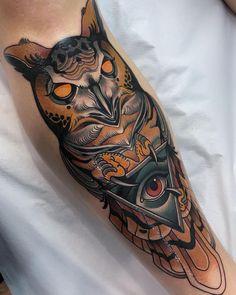 Owl tattoos done by tattoo artist Javier Franko Calf Tattoo Men, Cool Forearm Tattoos, Top Tattoos, Tattoos For Guys, Traditional Owl Tattoos, Traditional Tattoo Design, Tattoo Designs, Owl Tattoo Design, Lion Tattoo Sleeves