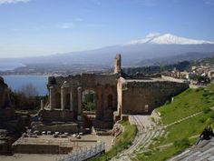 ユーラシア旅行社でいくシチリア島では、タオルミナに連泊します。