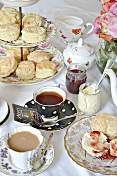 This recipes is the best English scone recipe I have ever tasted! A must for any English afternoon tea, and served with clotted cream and homemade jam you will want this recipe in your recipe box! English Biscuits, English Scones, Tea Biscuits, English Food, English Afternoon Tea, Afternoon Tea Recipes, Afternoon Tea Parties, Afternoon Tea Scones, English Tea Time