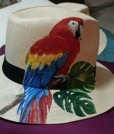 Sombreros Hobbies And Crafts, Diy And Crafts, Arts And Crafts, Painted Hats, Hand Painted, Hat Decoration, Hat Embroidery, Western Chic, Fancy Hats
