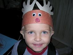 Reindeer hat made of construction paper.  Fun and easy for the littles.