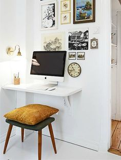 Take a look at these 10 genius tricks for small space living! Tips and tricks fo… Take a look at these 10 genius tricks for small space living! Tips and tricks for small spaces in your home – DIY for your small house, kitchen, bathroom and other spaces. Small Living Rooms, Interior, Home Studio Desk, Small Living Room, Apartment Decor, Desks For Small Spaces, Desk In Living Room, Small Rooms, Small Space Living Hacks