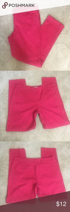 """New York & Co Women's Casual Pants Size 6 EUC Excellent used condition, no noted flaws. Shows minor wear from normal use. Women's size 6. Color fuchsia/shocking pink. Seam side pockets, faux pockets on back. Zip fly with top inner button and hook. 97% cotton, 3% spandex. Machine wash. Approx. laying flat measurements: waist 16"""", rise 8.5"""", inseam 27"""", length 36"""". New York & Company Pants Trousers"""