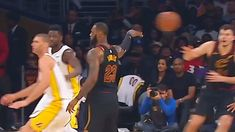 LeBron James Fools The Entire Lakers Team with No-Look Pass! Cavaliers v...