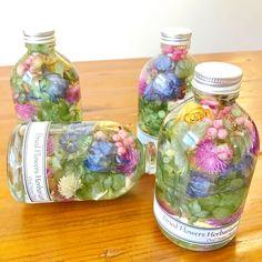 ドライフラワー・ハーバリウム「歌 〜うた〜」 Flowers In Jars, Dried Flowers, Flower Vases, Flower Bottle, Flower Installation, How To Preserve Flowers, Resin Crafts, Gel Candles, Floral Letters