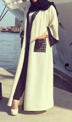 Oh I would looooove to have pockets in my abaya Arab Fashion, Islamic Fashion, Muslim Fashion, Modest Fashion, African Fashion, Fashion Dresses, Pakistani Clothes Online, Modern Abaya, Abaya Designs