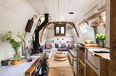 This picturesque century-old narrowboat makes stylish use of every inch of space - Home Decoration Barge Interior, Interior Design, Van Interior, Interior Ideas, Interior Architecture, Tiny Living, Living Spaces, Canal Boat Interior, Sailboat Interior