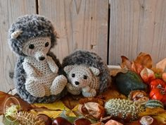 Crochet pattern for 2 cute hedgehogs: mommy Eline and baby Tess.