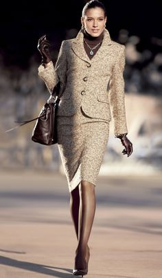 I have a very similar tweed. classy tweed… - Yes, I have to do this. I have a very similar tweed. Trajes Business Casual, Business Attire, Business Fashion, Business Women, Office Fashion, Work Fashion, Fashion Looks, Fashion Outfits, Womens Fashion
