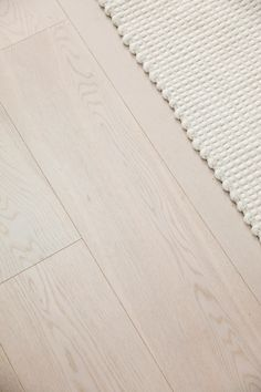 HOW I CHOSE MY FLOORING — THREE BIRDS RENOVATIONS Pvc Flooring, Linoleum Flooring, Timber Flooring, Stone Flooring, Flooring Ideas, Minimalist Home Furniture, Three Birds Renovations, Best Laminate, Terracotta Floor