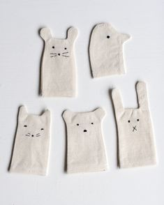 Simple finger puppets - a cute DIY idea 😊 Diy For Kids, Crafts For Kids, Arts And Crafts, Diy Pour Enfants, Sewing Projects, Craft Projects, Hand Puppets, Diy Toys, Felt Crafts
