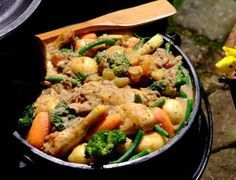 Tender chicken, baby potatoes and seasonal vegetables, slowly simmered in a creamy sauce - perfect for effortless outdoor entertaining or camping. South African Dishes, South African Recipes, Ethnic Recipes, Braai Recipes, Dinner Recipes, Cooking Recipes, Kos, Chicken Tender Recipes, Vegetable Seasoning