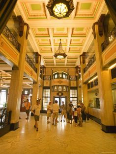 Art Deco Foyer of Peace Hotel, the Bund, Shanghai, China. One of the truly grand 'palaces' left. Peace Hotel, Shanghai Skyline, The Bund, Architectural Sculpture, Deco Interiors, Mother Art, Art Nouveau Architecture, Z Arts, China Travel