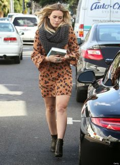 Hilary Duff Looks Fierce In Leg-Baring Minidress Hilary Duff Style, Hilary Duff Fashion, Classy Street Style, Retro Fashion, Womens Fashion, Autumn Fashion, Dresses 2013, Cool Style, My Style