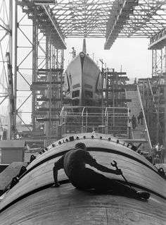 Man working on hull of US submarine at Electric Boat Company, Groton, Connecticut, United States, Aug 1943.