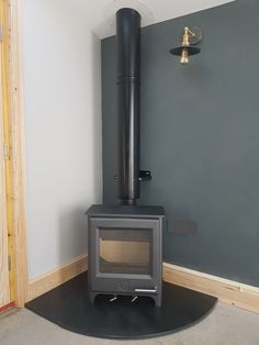 Twin wall with a Woodwarm Firegem on a Grey Riven Slate Hearth Corner Log Burner, Corner Stove, Hearth Pad, Slate Hearth, Log Burner Living Room, Contemporary Garden Rooms, Garden Room Extensions, Log Burning Stoves, Multi Fuel Stove