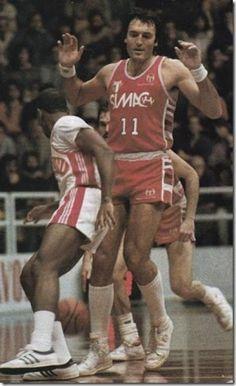VL Pesaro vs Olimpia Milano, 85/86. Dino Meneghin blocks Zam Frederick.