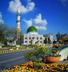 A beautiful Mosque resembling Masjid Nabvi along Canal Bank Road in Lahore, Pakistan Beautiful Girl Image, World's Most Beautiful, Lahore Pakistan, Beautiful Mosques, Islamic Architecture, Place Of Worship, Heaven On Earth, Middle East, Interior And Exterior