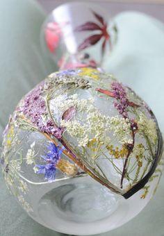 Szklany flakon z suszonych roślin, m.in. amarantus, wrzos, klon palmowy itd.