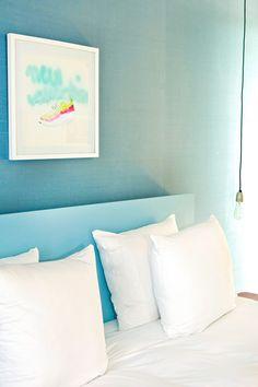 Réveiller une ambiance minimaliste par une touche de couleur - FrenchyFancy