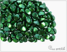Pohanka Metalics Grass Green, 5x3,5 mm, 50 ks