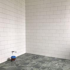 Massor har hänt i huset. Nu längtar vi så efter att få flytta in. Lite drygt två månader kvar... Nedre WC Bricmate Swedish Green,… Baby Bathroom, Bathroom Inspo, Bathroom Inspiration, Eclectic Decor, Tile Floor, New Homes, Tiling, Interior, Relax