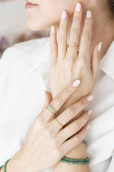 Emerlads. Hand model. Hand Modeling, Engagement Rings, Jewelry, Instagram, Fashion, Enagement Rings, Moda, Wedding Rings, Jewlery