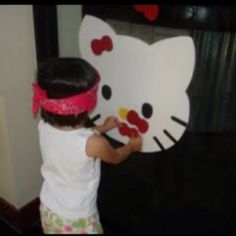 Pin the bow on the kitty Hello Kitty Party Game Bolo Hello Kitty, Hello Kitty Games, Hello Kitty Birthday, Kitty Party Games, Cat Party, 6th Birthday Parties, Birthday Fun, Birthday Ideas, Anniversaire Hello Kitty