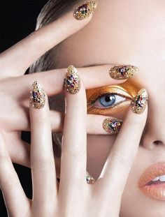 Tendências de nail art para 2017 | Com joias e strass