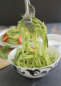 """Zucchini Pasta with Creamy Avocado Sauce. (Just interested in the zucchini """"pasta"""" as an alternative to real pasta for many sauces) Raw Food Recipes, Vegetable Recipes, Vegetarian Recipes, Cooking Recipes, Veggetti Recipes, Spiralizer Recipes, Avocado Pasta, Zucchini Pasta, Healthy Zucchini"""