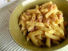 pasta alla carbonara, ricetta romana, un primo piatto appetitoso, con ingredienti semplici e saporiti.