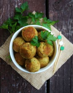 Boulettes aux pois-chiches et courgette - That's Amore! Vegan Vegetarian, Vegetarian Recipes, Healthy Recipes, Healthy Cooking, Cooking Recipes, Veggie Recipes, Food Inspiration, Love Food, Food To Make